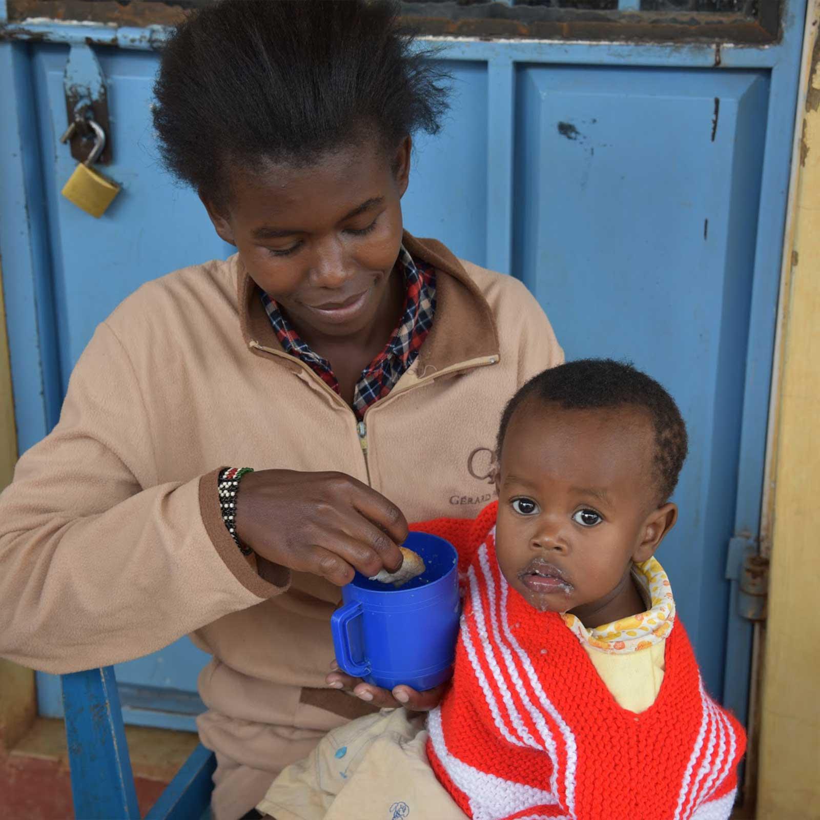 photo: feeding a hunger toddler